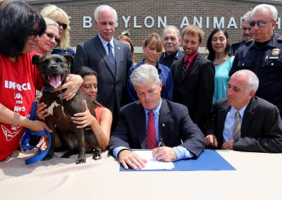 Suffolk_County_Puppy_Mill_Law_signing